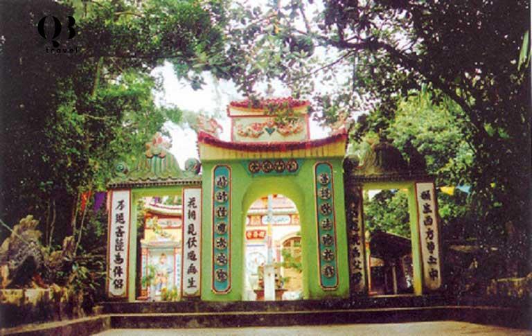 Cổng Tam Quan chùa Quan Âm Tự