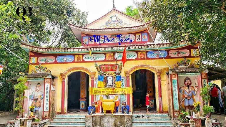 Chánh điện chùa Quan Âm Tự Quảng Bình
