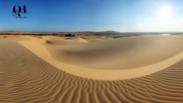 Cồn cát vàng óng tại Quang Phú đẹp như trong phim