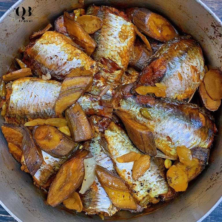 Vị thơm béo của món cá diếc kho với chuối và nghệ