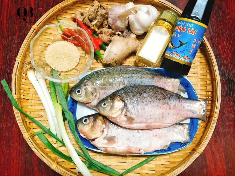 Cá diếc và các nguyên liệu làm nên món ăn dân dã