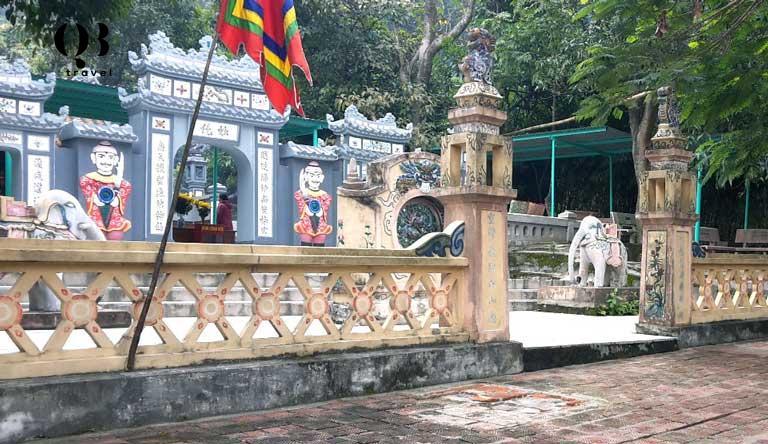 Vị trí của đền thờ vô cùng đặc sắc với vẻ đẹp cổ kính, huyền bí