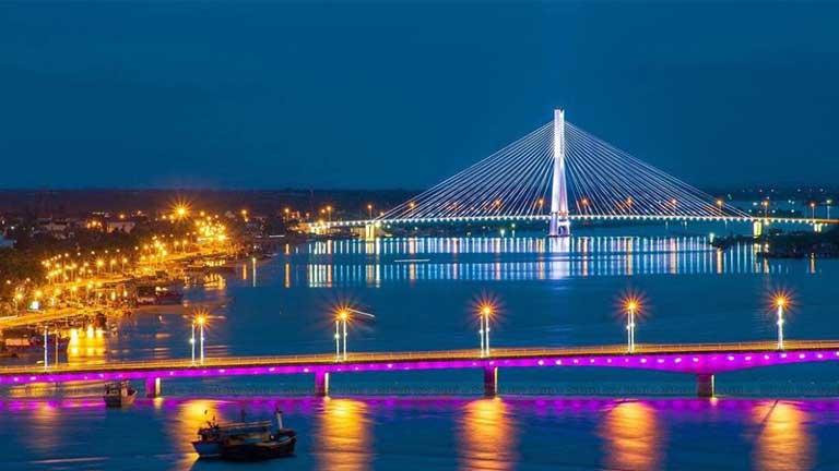 Thăm thú cảnh thành phố Đồng Hới, Quảng Bình về đêm với ánh đèn lung linh