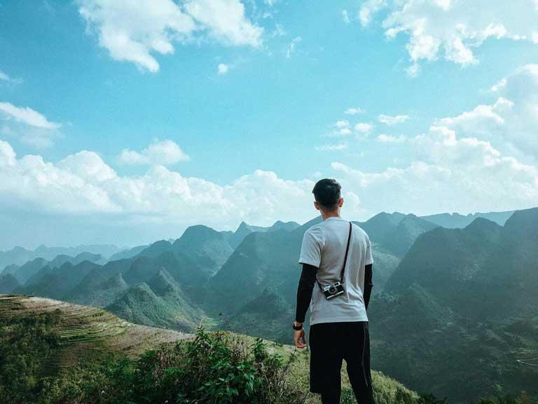 Du lịch một mình giữa thiên nhiên hùng vĩ