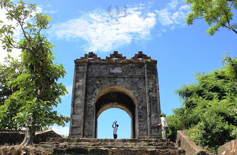Hoành Sơn Quan được xây dựng vào thời vua Minh Mạng