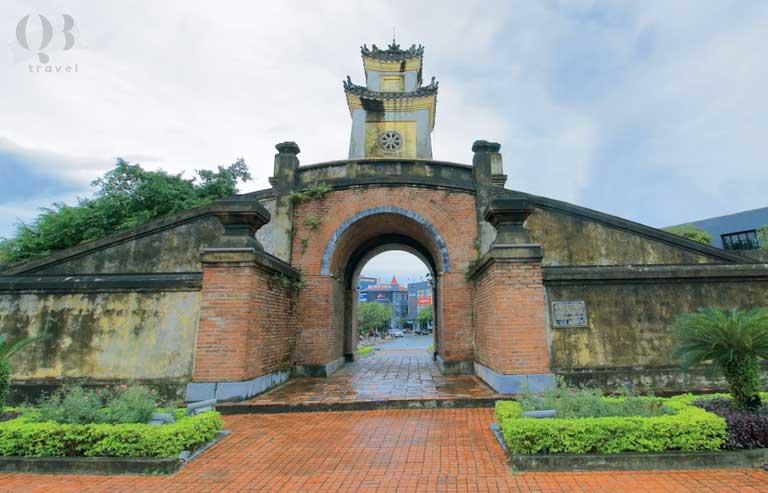 Quảng Bình Quan - khu dịch lịch lịch sử nổi tiếng