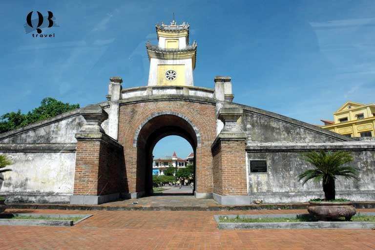 Di tích Thành lũy cổ gần biển Bảo Ninh