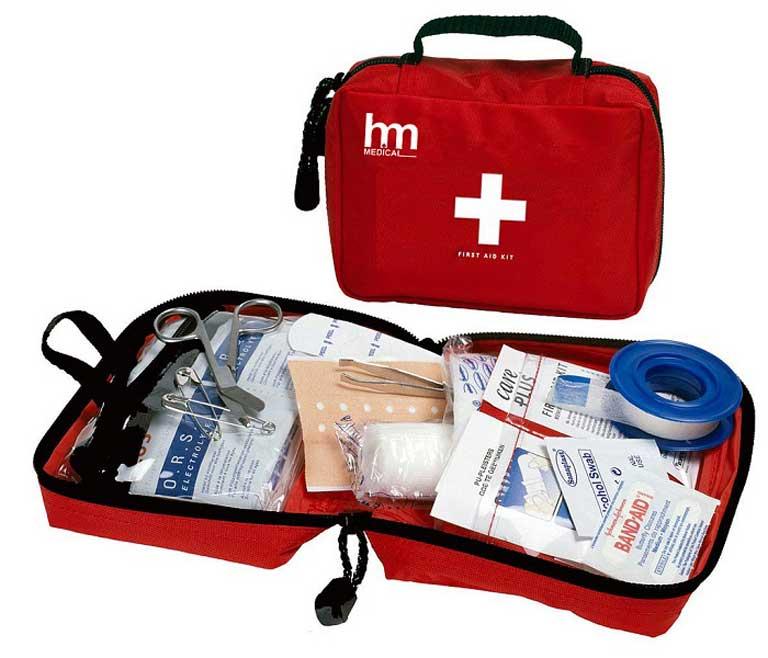 Luôn chuẩn bị thuốc cảm sốt và đồ y tế trong hành lý du lịch treking Quảng Bình