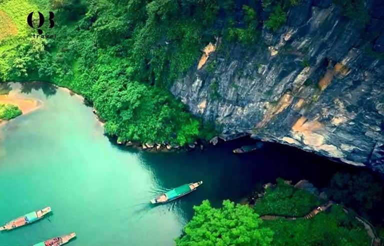 Động Phong Nha Kẻ Bàng là một danh thắng nổi tiếng tại Quảng Bình