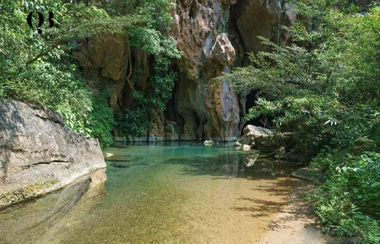 Thời điểm thuận lợi để khám phá Phong Nha Kẻ Bàng là vào mùa khô khi nước sông Son đã rút bớt