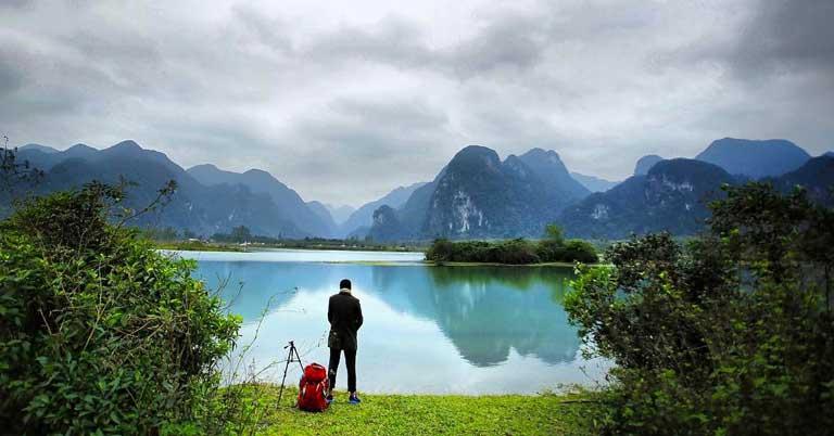 Bạn trẻ đi du lịch một mình đến Hồ Yên Phú