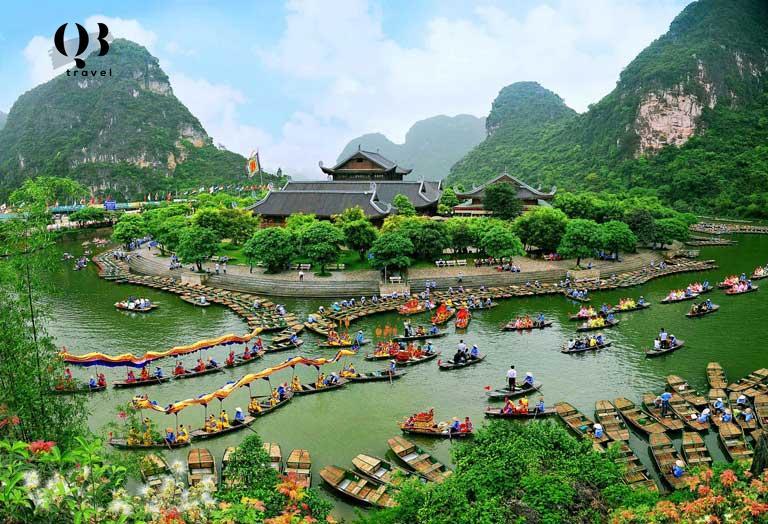 Hằng năm có hàng trăm ngàn du khách trải nghiệm du lịch tâm linh