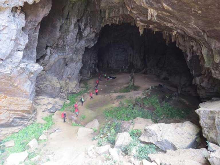 Đường đi vào hang Chuột không quá khó khăn