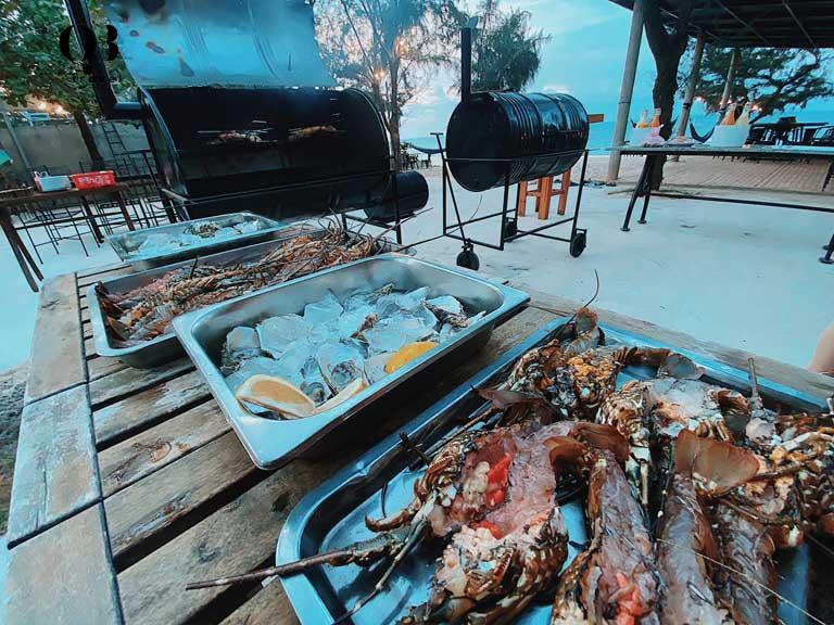 Hải sản tươi ngon tại bãi biển Nhật Lệ