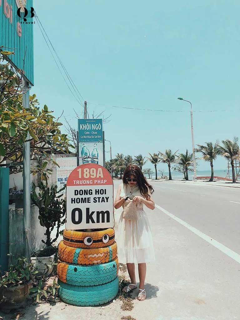 Beach House - Homestay dễ thương nhận được rất nhiều recomment của các bạn trẻ nằm ngay tại trung tâm bãi tắm biển Nhật Lệ