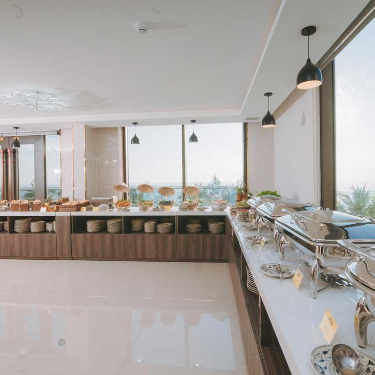 Nhà hàng phục vụ buffet sáng, tiệc, gala
