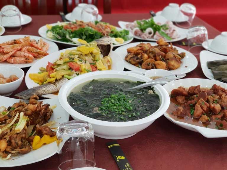 Các món ăn tại nhà hàng mang phong cách Á - Âu