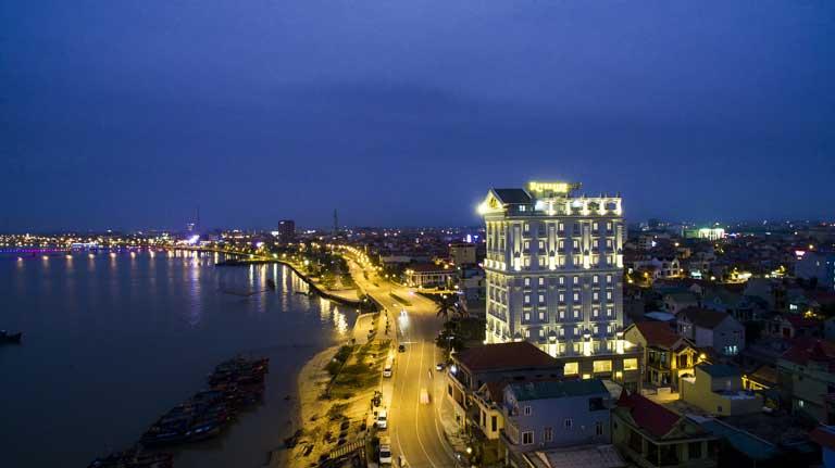 Khách sạn Riverside tọa lạc ở một vị trí hoàn hảo, tuyệt đẹp