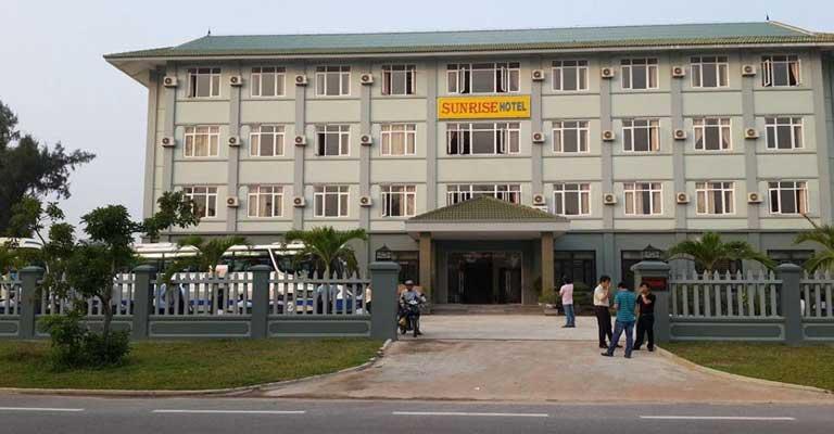 Khách sạn Sunrise với vị trí đẹp trên đường Trương Pháp sát biển Nhật Lệ