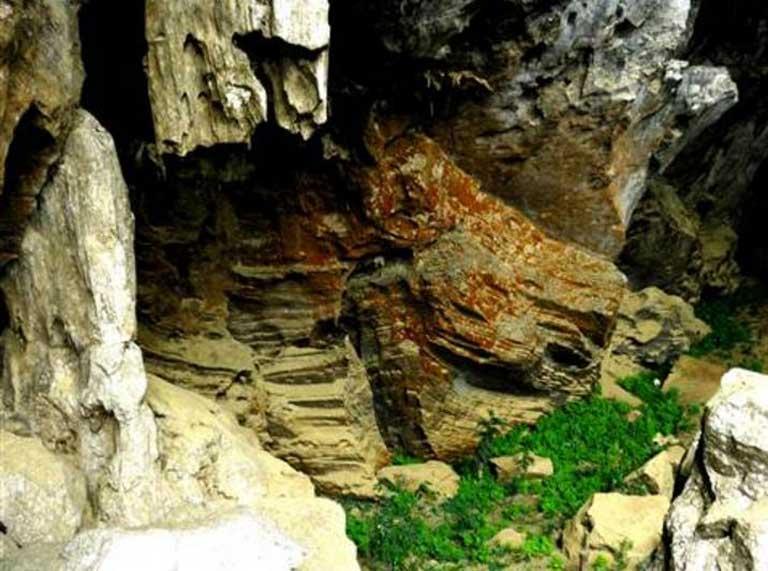 Khám phá hang động tại Quảng Bình