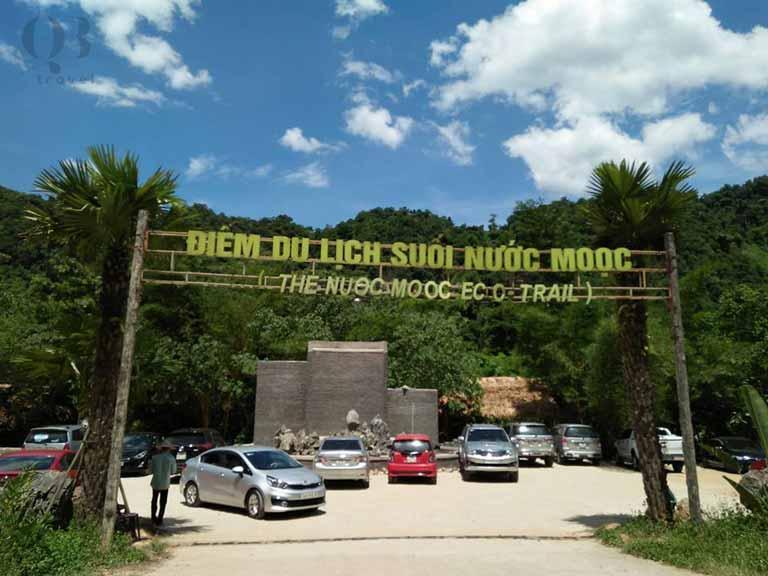 Cổng chào khu du lịch suối nước Moọc Quảng Bình