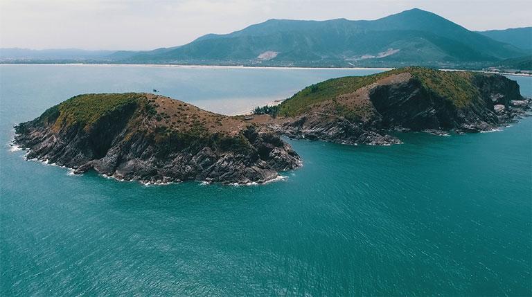 Vẻ đẹp của Vũng Chùa Đảo Yến - Nơi yên nghỉ của Đại tướng Võ Nguyên Giáp