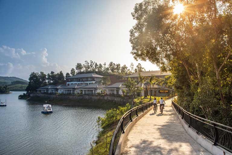 Phong Nha Lake House Resort bên hồ Đồng Suôn