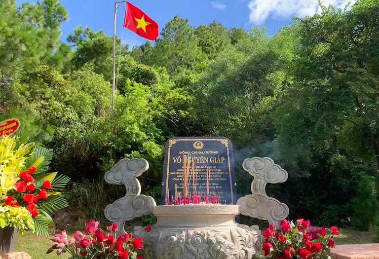 Phiến đá xanh ở lăng mộ đại tướng Võ Nguyên Giáp Quảng Đông Quảng Trạch