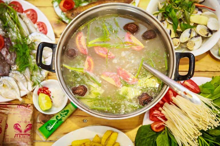 Lẩu cá khoai tại quán Minh Hà
