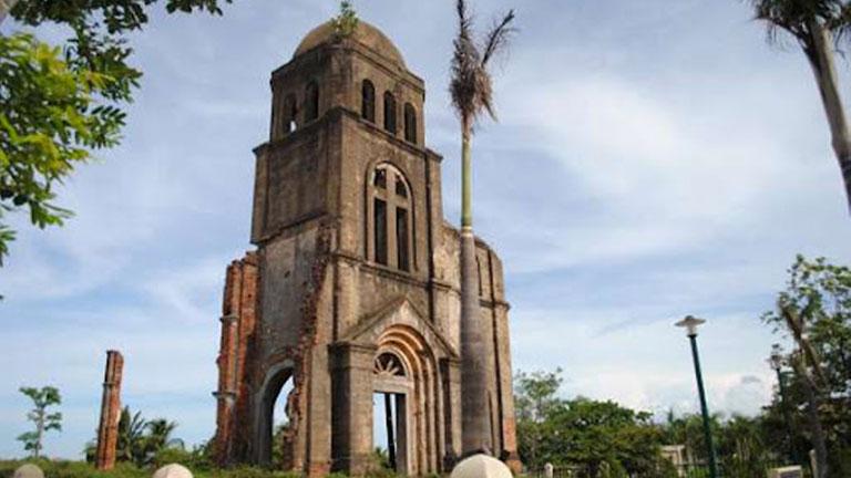 Ghé thăm tháp chuông cổ kính của nhà thờ Tam Tòa Đồng Hới Quảng Bình