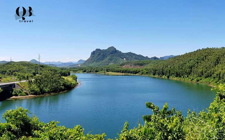 Phong cảnh ngược dòng sông Long Đại