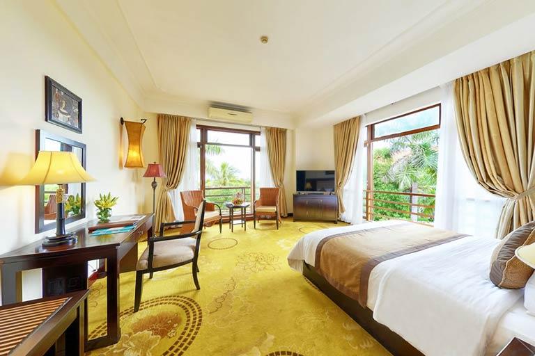 Phòng ốc sang trọng đầy đủ tiện nghi tại Sun Spa Resort