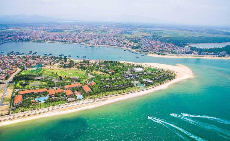 Vị trí đắc địa với 3 mặt giáp biển của khu resort đẹp ở Quảng Bình - Sun Spa Resort