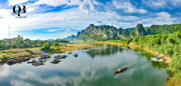 Sông Gianh khởi nguồn từ dãy núi Trường Sơn