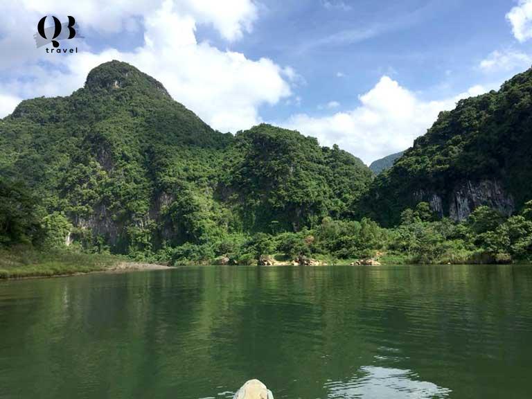 Phong cảnh rừng núi hùng vĩ ngay cạnh sông Long Đại