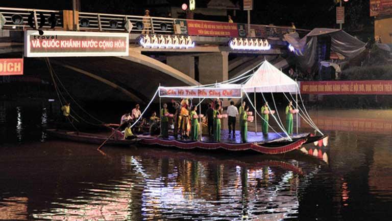 Thưởng thức giai điệu hò khoan Lệ Thuỷ trên sông Nhật Lệ