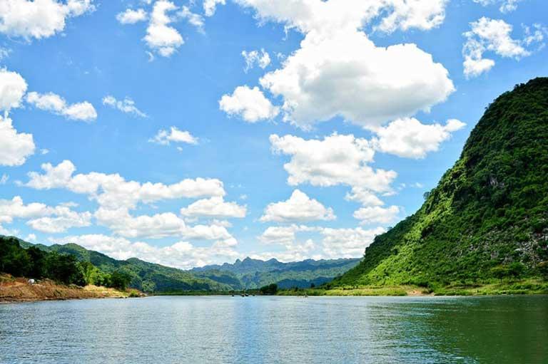 Cảnh đẹp dòng sông nơi đây
