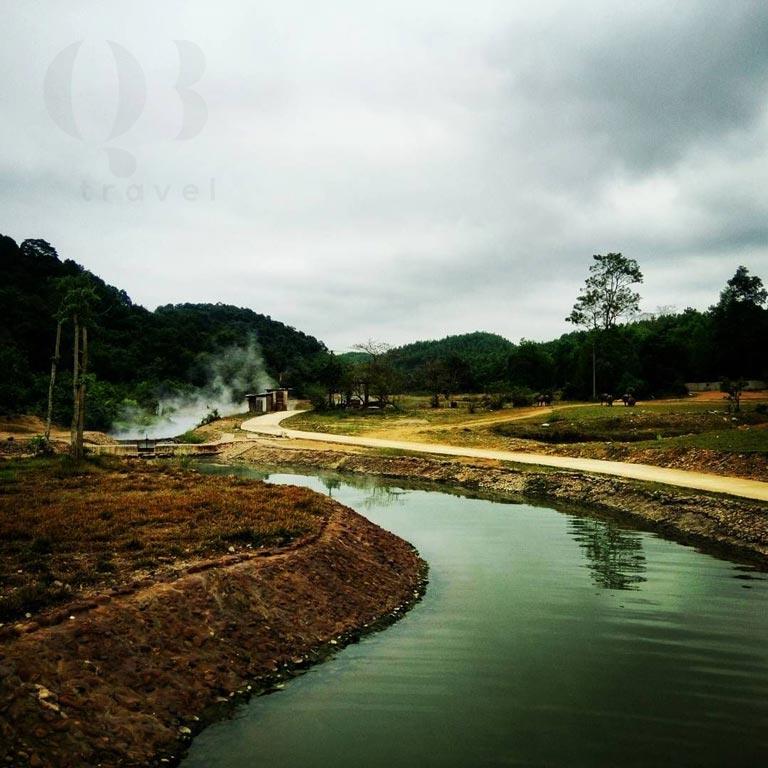 Đường tới suối Bang Lệ Thủy Quảng Bình khá quanh co
