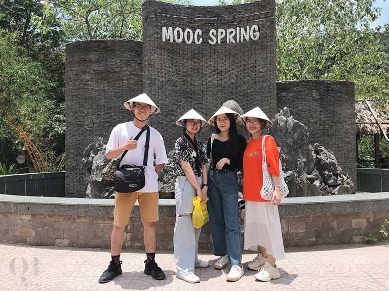 Suối Nước Moọc Quảng Bình hấp dẫn khách du lịch
