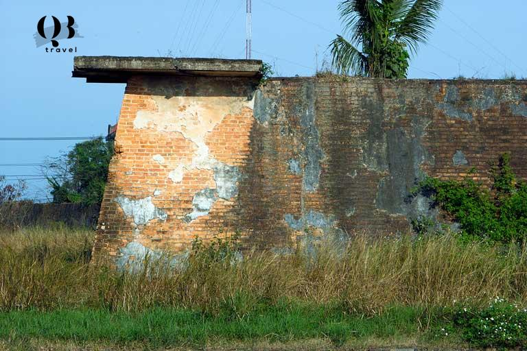 Một đoạn tường của di tích Thành cổ Quảng Bình còn sót lại