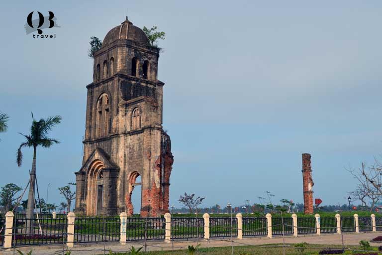Nhà thờ Tam Tòa ở gần Thành cổ Quảng Bình