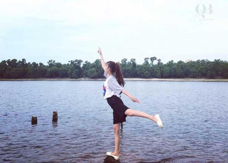 Những phút giây thư giãn bên bờ hồ Bàu Tró