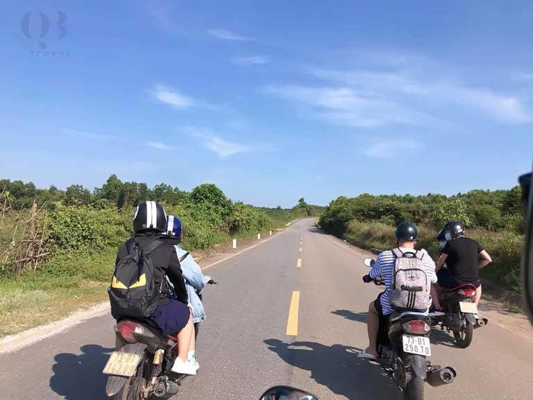 Phương tiện di chuyển từ Đồng Hới lên Bãi Đá Cạn của các bạn trẻ ưa thích là xe máy