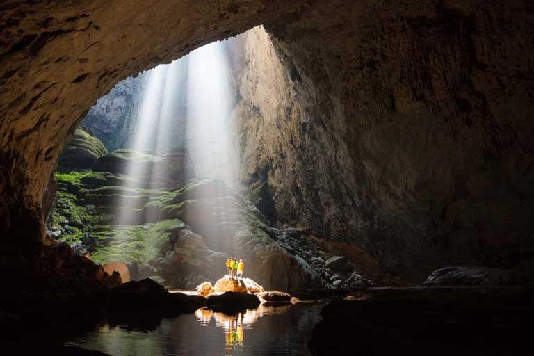 Hang Sơn Đoòng biểu diễn một bữa tiệc ánh sáng tuyệt diệu cho du khách chiêm ngưỡng