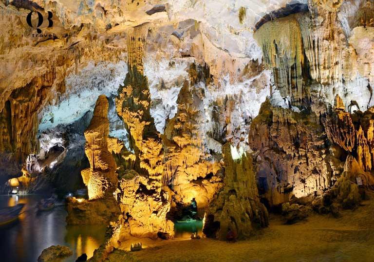 Những khối thạch nhũ muôn hình vạn trạng ở động Phong Nha Quảng Bình luôn là điểm nhấn thu hút khách du lịch