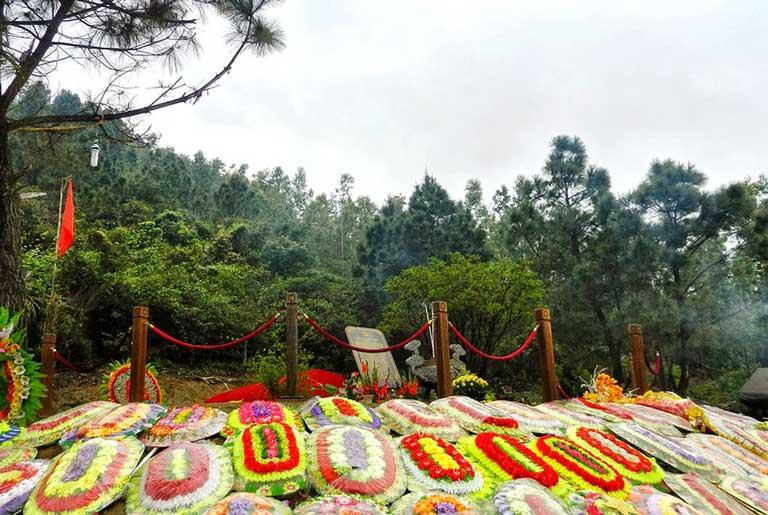Du khách đến viếng mộ Đại tướng Võ Nguyên Giáp nên tham khảo trước hành trình và những thông tin cần thiết