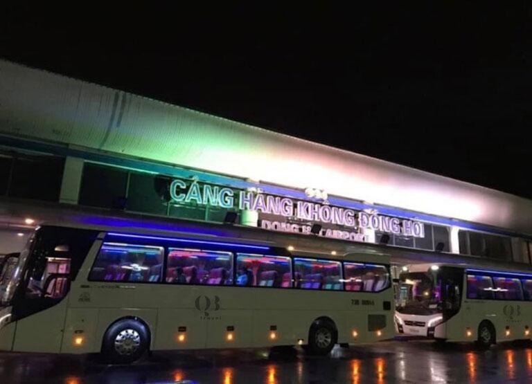 Xe ô tô 45 chỗ của QBTravel đưa đón tại sân bay