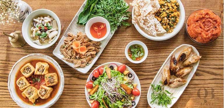 Quán cơm chay Phước Nguyên cùng nằm trên đường Hương Giang với cơm chay Thiện Ý nổi tiếng không kém