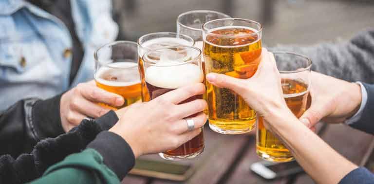 Phục vụ bia hơi lượng lớn rất đắt khách