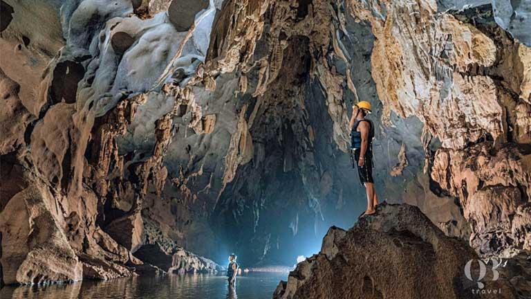 Vẻ đẹp hoang sơ của Hang Tối